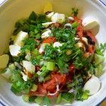 Salata cu mozzarella si patrunjel Mozzarella, Vegetarian Recipes, Good Food, Cat, Cooking, Kitchen, Cat Breeds, Healthy Food, Cats