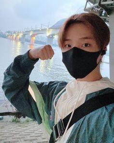 Ikon Member, Ikon Kpop, Martial Arts Women, Funny Boy, Kim Hanbin, Sports Day, Boy Photos, Btob, Yg Entertainment