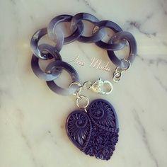 Collezione Patrice creation:modello Blu night. ..bracciale con catena color blu notte e con sfumature di grigio chiaro, e con un grande ciondolo a forma di cuore. ..x info:patriceartemoda@gmail.com...#accessori#bracelet#bijoux#bijouxfattiamano#bigiotteria#ceazioni#jewels#moda#fashion#outfit#trendy#love#madeinitaly#heart#necklace#