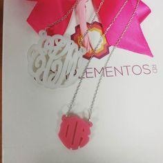Madre e hija  #monogram #monograma # acrílico #personalizado #necklace #cadena  Ordena la tuya escríbenos por DM ws 809-853-3250 o Correo electrónico info@complemebtosrd.com