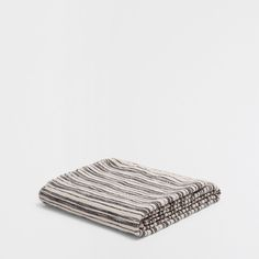 Image 5 of the product BLANKET WITH BLACK AND WHITE LINES