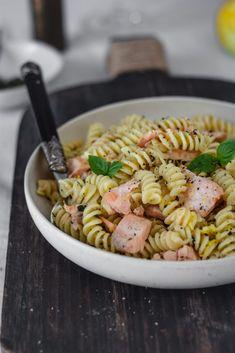 Ζυμαρικά με σολομό και λεμόνι - Teti's flakes Pasta Salad, Ethnic Recipes, Food, Crab Pasta Salad, Essen, Noodle Salads, Yemek, Eten, Meals