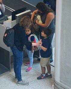 Renata Sorrah com a filha, Mariana e os netos, Miguel e Betina (Foto: Willian Oda/ Agnews)