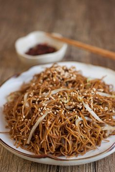 hong kong style soya sauce chow mein with bean spouts