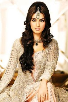 Hairstyle Tips for Indian Bridal Wear- Curls and Waves Hairstyle