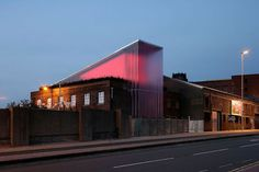 The Kunsthülle LPL, also called the serpentine pavilion of the north, was a structure for Greenland Street, a major new venue for contemporary art in Liverpool. The rooftop structure was a playful ...