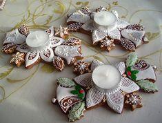 Svícínky Tea Cookies, Ginger Cookies, Royal Icing Cookies, Holiday Cookies, Christmas Gingerbread House, Gingerbread Cake, Christmas Crafts, Christmas Decorations, Cake Decorating Tutorials