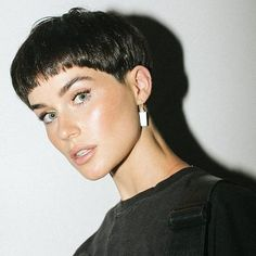 21 Short Pixie Haircut For Woman With Fine Hair - Page 5 of 21 - Short Hair Styles Pixie Haircut For Round Faces, Pixie Haircut For Thick Hair, Short Hairstyles For Thick Hair, Round Face Haircuts, Haircuts For Fine Hair, Hairstyles For Round Faces, Short Hair Cuts, Short Hair Styles, Short Hair Girls