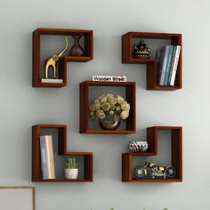 Wall shelves are simple and ingenious storage solutions for things like books, decorations, personal collections and other small objects Home Room Design, Home Decor Shelves, Wall Shelves Design, Tv Wall Shelves, Wooden Wall Design, Wall Shelves, Wall Shelves Living Room, Corner Decor, Pallet Wall Shelves