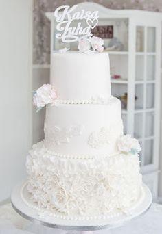 Purppurahelmen juhla- ja  fantasiakakut: Hääkakkujen viikonloppu osa 1. Röyhelöä Cake Toppers, Wedding Cakes, Party Ideas, Weddings, Sweet, Desserts, Food, Wedding Gown Cakes, Candy