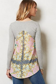 Anthropologie top refashion inspiration - super simple with just a long sleeve tee and a scarf. would use short sleeve t or tank and add decorative scarf back! Diy Clothing, Sewing Clothes, Umgestaltete Shirts, Diy Vetement, Altered Couture, Shirt Refashion, Cycling Outfit, Pulls, Diy Fashion