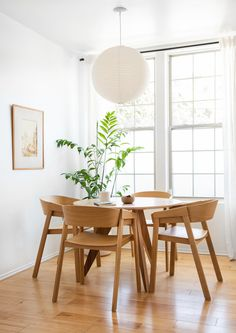 If you want to add a special touch to your Scandinavian dining room lighting design, you have to read this article that is filled with unique tips. Dining Room Design, Dining Room Table, Dining Area, Kitchen Dining, Kitchen Cabinets, Cozy Kitchen, Deco Zen, Piece A Vivre, Interior Decorating