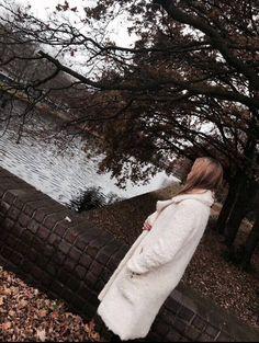 Tessa Koops collection 2016 INTERN Lize in: - the STELLA DOUX COAT  #tessakoops #coat #fashion #fallwinter #amsterdam #wfc #worldfashioncenter #stelladoux #winter #shoppingpage #dutchdesgin
