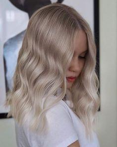Blonde Hair Looks, Brown Blonde Hair, Platinum Blonde Hair, Brunette Hair, Medium Ash Blonde Hair, Neutral Blonde Hair, Bleach Blonde Hair, Medium Hair Styles, Curly Hair Styles