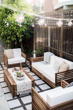 a modern-tropical california outdoor living room