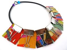 Fun way to upcycle binder clips into necklace pendants – Recycled Crafts Textile Jewelry, Paper Jewelry, Fabric Jewelry, Jewelry Art, Fashion Jewelry, Jewelry Design, Recycled Jewelry, Handmade Jewelry, Recycled Crafts