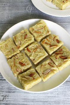 Lauki Barfi Recipe (How to make Lauki Burfi Recipe) Indian Dessert Recipes, Indian Sweets, Indian Snacks, Indian Recipes, Bakery Recipes, Sweets Recipes, Halva Recipe, Egyptian Food, Milkshake Recipes