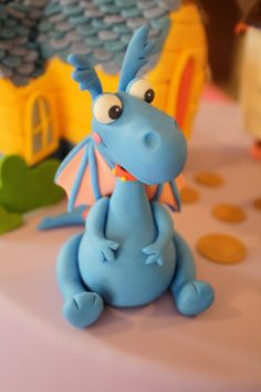 Fondant Doctor Inspired Blue Dragon Cake Topper by KimSeeEun Birthday Cupcakes, Boy Birthday, Magician Party, Penguin Cupcakes, Gravity Cake, Chocolate Diy, Dragons, Arte Country, Dragon Cakes