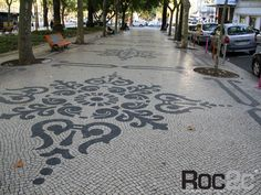 Another beautiful mosaic tile sidewalk. Pebble Mosaic, Mosaic Tiles, Portuguese Culture, Backyard Garden Design, Mosaic Patterns, We Fall In Love, Yard Art, Landscape Design, Art Decor