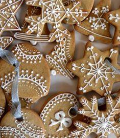 biscotti decorati con ghiaccia da appendere all'albero di Natale Padova, Gingerbread Cookies, Studio, Cake, Sweet, Desserts, Christmas, Asia, Food