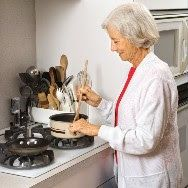 6.Put signs near the oven, toaster, and other things that get hot. SAFETY IN THE HOME