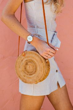 Buying The Right Type Of Mens Watches - Best Fashion Tips Elegant Watches, Saddle Bags, Women's Accessories, Amazing Women, Straw Bag, Lilac, Street Style, Women's Watches, My Style