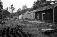 """Bygata på 80-tallet.....her fra Kulturminneløypa, der Bygata er en av stedene man kan se og oppleve litt av """"gamle"""" Molde's sjarm Gate, Cabin, House Styles, Plants, Home Decor, Decoration Home, Portal, Room Decor, Cabins"""