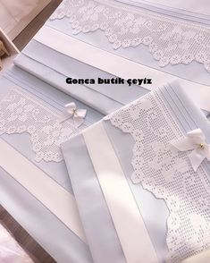 Halime Acar hanımın üçlü ipek hurç seti.Allah hayırlı etsin🙏❣️ Pom Pon, Embroidery Works, Vintage Textiles, Linen Bedding, Bed Sheets, Diy And Crafts, Applique, Shabby, Knitting