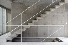 Concrete stairs, floating stairs, Metro Associated Architects, Concrete House - Home Interior Design Concrete Staircase, Stair Handrail, Concrete Houses, Banisters, Railings, Railing Design, Staircase Design, Railing Ideas, Stair Kits