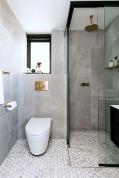 Elegant Small Contemporary Bathroom Design With Stone And Marble Tiles Contemporary Bathroom Designs, Bathroom Design Luxury, Modern Bathroom Decor, Modern Farmhouse Decor, Bathroom Design Small, Bathroom Layout, Bathroom Ideas, Bathroom Makeovers, Fish Bathroom