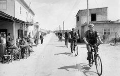 Finnish peacekeepers in Cyprus in April 1964, participated in the operation of more than 10 000 Finns. Suomalaisia rauhanturvaajia Kyproksella huhtikuussa 1964. Operaatioon osallistui yli 10 000 suomalaista. Photo: PERTTI JENYTIN LEHTIKUVA