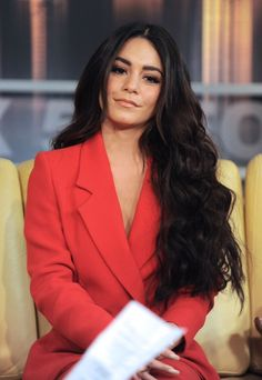 Image about girl in Celebs' outfits 👠✨💎💄💍 by Alice Cabelo Vanessa Hudgens, Vanessa Hudgens Short Hair, Vanessa Hudgens Style, Vanessa Hudgens Makeup, Long Black Hair, Dark Hair, Celebrity Hairstyles, Wig Hairstyles, Hair Inspo