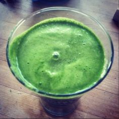 Tips to clean up your diet, including 30 recipes for green smoothies & green juice!