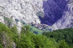 Bulnes. Paraiso Natural, Our World, Spain Travel, Beautiful Images, Grand Canyon, Places To Visit, Europe, Mountains, Water