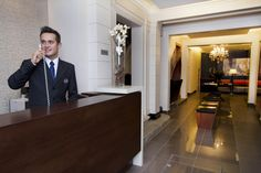 Jaime Chichari. Ser recepcionista de Hotel es la vía lógica para llegar a ser un buen Revenue Manager Revenue Management, Style, Receptionist, Tourism, Swag, Outfits
