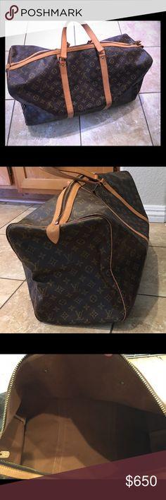 Louis Vuitton duffle bag travel Great condition large Louis Vuitton duffle bag, good condition!! Louis Vuitton Bags Travel Bags