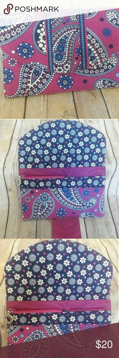 Vera Bradley wallet Beautiful Vera Bradley wallet, very good condition,  like new with 4 packets plus a credit card/ ID holder. Vera Bradley Bags Clutches & Wristlets