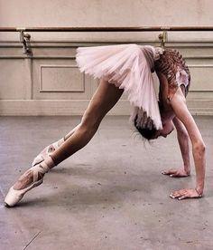 43 Ideas for sport art photography ballet dance Dance Photography Poses, Dance Poses, Art Photography, Poses For Pictures, Dance Pictures, Yoga Video, Pinterest Instagram, Dance Like No One Is Watching, Ballet Beautiful