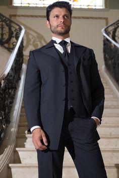 Traje para noivo Maison Nelly. #noivo #trajenoivo #casamento #padrinhos #trajesarigor #maisonnelly #smoking #terno #meiofraque
