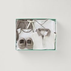 Short Sleeve Woven Collar Onesie, Drawstring Bloomer, Fabric Shoe & Footie & Onesie Set #mariechantal #baby #babygifting #onesie