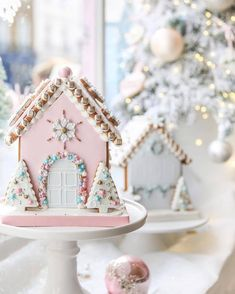 """""""Mi piace"""": 4,253, commenti: 51 - Pnina Tornai (@pninatornai) su Instagram: """"This gingerbread house is in fact a cake! Comment if you think it's way too pretty to eat! Via…"""""""
