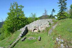 Päťsto rokov bol najstarší hrad Liptova v kríkoch, teraz ožíva - myliptov.sme.sk Golf Courses