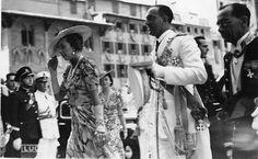 Umberto II e Maria José al matrimonio di Aimone di Savoia-Aosta con Irene di Grecia (Firenze-luglio 1939) Maria Jose, House Of Savoy, Royal House, Firenze, King Queen, Queens, Royalty, Kimono Top, Portraits