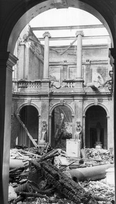 Liverpool Museum after the Blitz of May mummies and relics from royal tombs were destroyed when fire bombs gutted Liverpool Central Museum. In the adjoining library Liverpool Museum, Liverpool History, Liverpool Home, Monument Men, Egypt Museum, The Blitz, Photocollage, Battle Of Britain, Back In Time