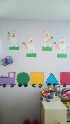 Kosee Toddler Classroom Decorations, Preschool Decor, School Decorations, Preschool Learning, School Board Decoration, Class Decoration, Bee Crafts For Kids, Craft Activities For Kids, Baby Room Display Boards