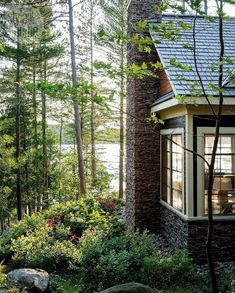 House tour: Country casual cottage - Style At Home Lakeside Living, Lakeside Cottage, Lake Cottage, Cozy Cottage, Cottage Living, Country Living, Lake Cabins, Cabins And Cottages, Beach Cottages