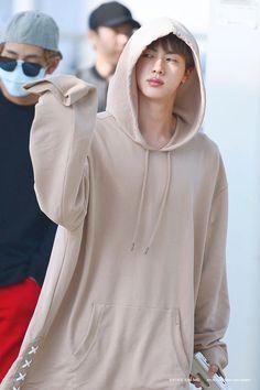 Bildergebnis für seokjin oversized hoodie