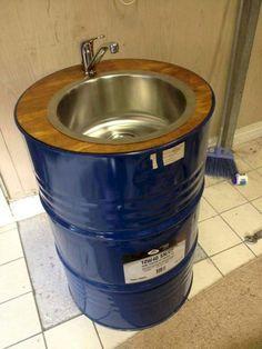 Industrial sink made with a old 45 gallons Barrel Sink, Oil Barrel, Metal Barrel, Garage Furniture, Barrel Furniture, Diy Furniture, Barn Bathroom, Bathroom Ideas, Barrel Projects