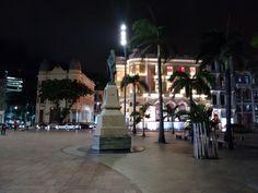 Marco Zero do Recife. Ao fundo Caixa Cultural.