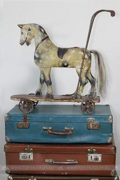 Оливер — Лошадка-Качалка Primitive Patterns, Wooden Horse, All The Pretty Horses, Vintage Horse, Pull Toy, Carousel Horses, Antique Toys, Rocking Horses, Folk Art